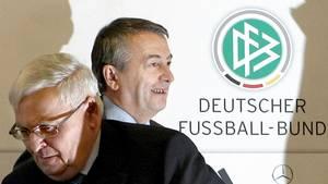 Der ehemalige DFB-Präsident Theo Zwanziger und Ex-DFB-Generalsekretär Wolfgang Niersbach