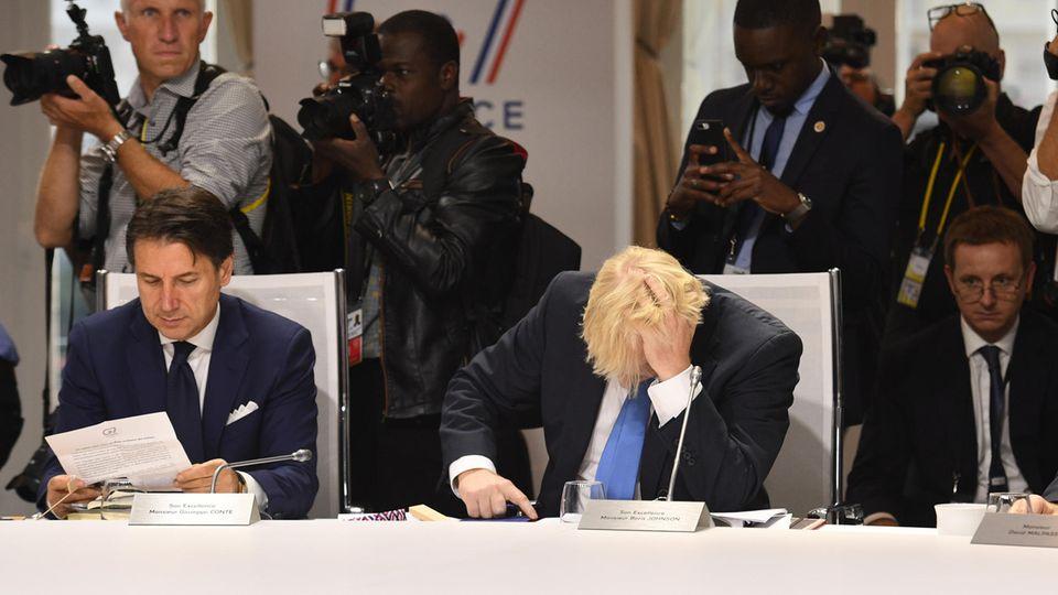 Boris Johnson, Premierminister von Großbritannien, rauft sich die Haare