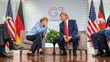 Bundeskanzlerin Angela Merkel und US-Präsident Trump tuscheln
