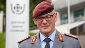 Generalmajor Reinhardt Zudrop, Kommandeur des Zentrums Innere Führung