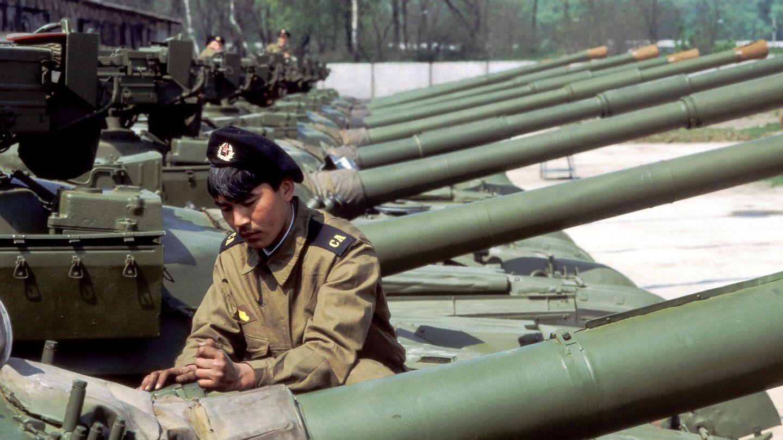 Abmarsch RichtungHeimat - diese Panzer werden reisefertig gemacht.