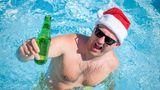 """Komasaufen im Pool   """"Man musste den Becher Rum austrinken und so schnell wie möglich zur anderen Seite schwimmen, wo schon der nächste Becher stand.... Für uns etwas zu viel, mittags um 13Uhr"""", erinnernsich die Urlauber Andy und Dani."""