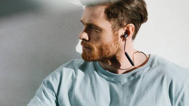 """Wireless headphones: Sennheiser Momentum Free Cheap does not always mean compromise: When it comes to sound, the Sennheiser Momentum Free is even the best choice according to the product test.  It combines long running time, light weight and a clear sound.  This gives the overall grade """"good"""" (1.8).  And that for a relatively cheap 133 euros.  The full test is available for a fee at test.de."""