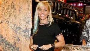Die Moderatorin und Rennfahrerin Jessi Combs, hier im Jahr 2018, stellte vor sechs Jahren einen Geschwindigkeitsrekord für Frauen auf vier Rädern auf