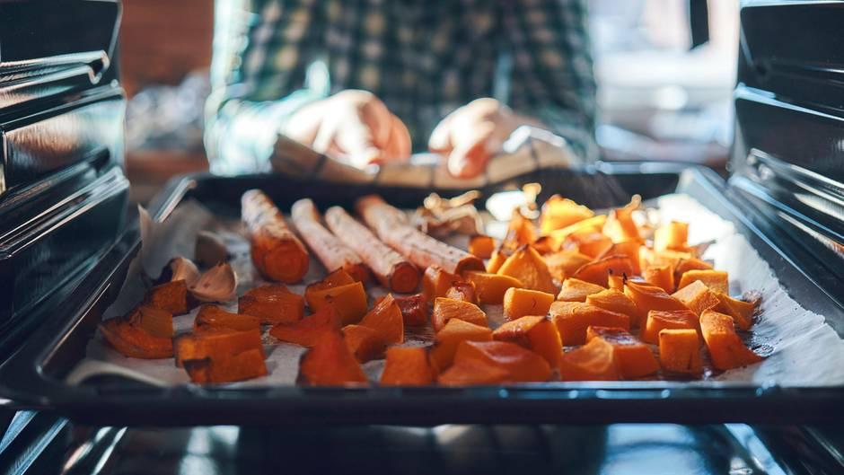 Im Backofen kann man die leckersten Gerichte zaubern, leider ist die Reinigung aufwändig.