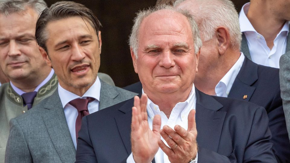 Niko Kovac (l) und Uli Hoeneßwährend des Empfangs im Hofgarten der bayerischen Staatskanzlei