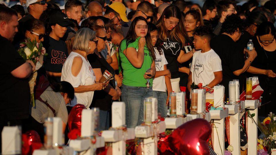 El Paso, drei Tage nach der Bluttat eines 21-jährigen Rechtsterroristen: Menschen trauern um die 22 Getöteten und beten für die vielen Verletzten