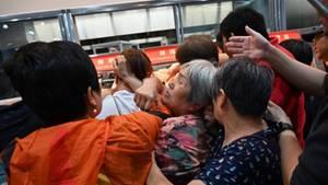 """Tumultartige Szenen in Shanghai: Eröffnung der ersten """"Costco""""-Filiale Chinas muss gestoppt werden"""
