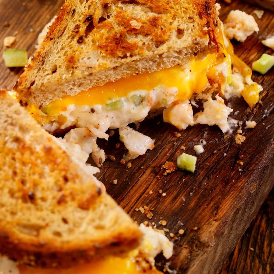 Say cheeeese: So einfach gelingt dir das perfekte Grilled Cheese Sandwich zu Hause