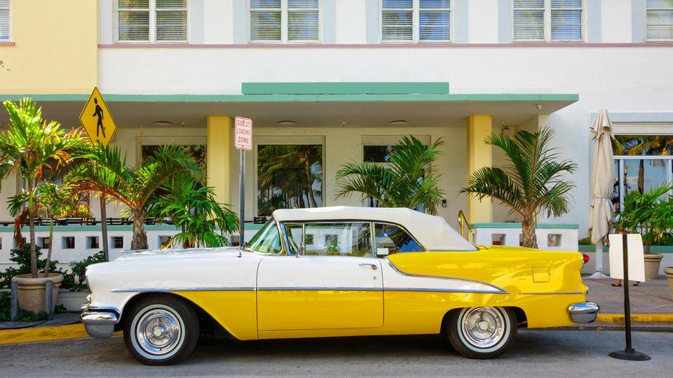 In den Straßenvon Miami Beach parken viele Oldtimer