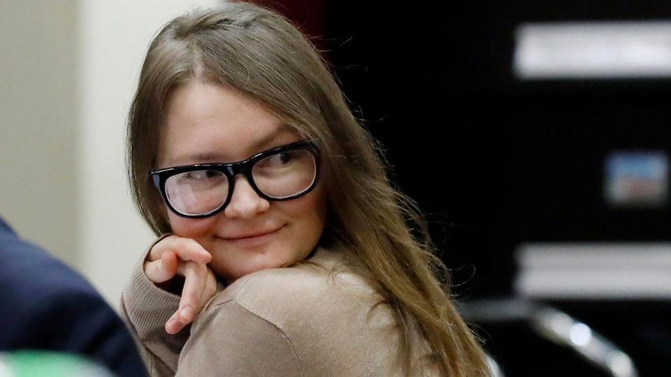 Anna Sorokin – wie sich eine junge Frau als Millionenerbin inszenierte