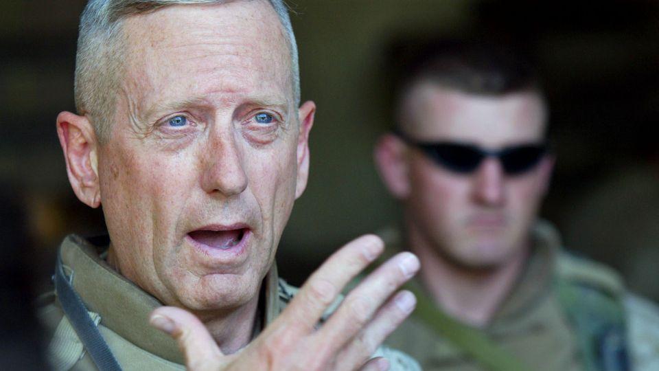 JimMattis spricht zu seinen Truppen während der blutigen Schlacht umFalludscha im Jahr 2004.