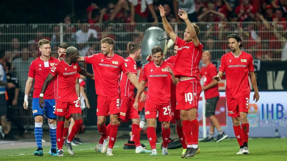 Die Spieler vom 1. FC Union Berlin bejubeln ein Tor gegen Borussia Dortmund
