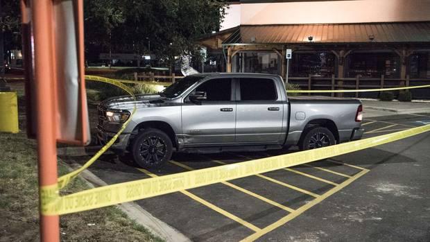 Texas: Ein Auto steht auf einem Parkplatz, daneben ist Absperrband zu sehen