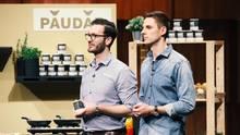 """Deniz Schöne (l.) und Johannes Schmidt stellen bei """"Die Höhle der Löwen"""" ihr Produkt Paudar vor"""
