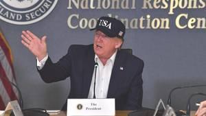 """Donald Trump lässt sich in Washington von derKatastrophenschutzbehörde Fema über Hurrikan """"Dorian"""" informieren"""