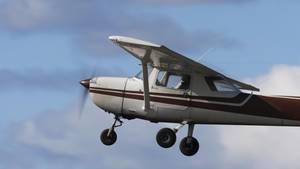 Die Cessna blieb bei der Landung durch denFlugschülerunbeschädigt (Symbolbild)