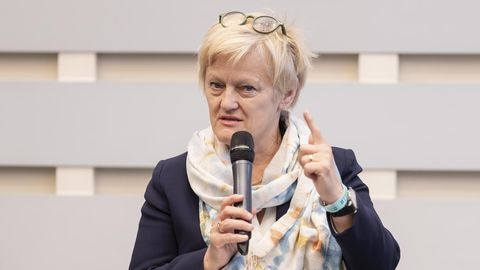 Renate Künast (Bündnis 90/Die Grünen), ehemalige Bundesministerin für Ernährung, Landwirtschaft und Verbraucherschutz, spricht sich für mehr Bio-Lebensmittel in öffentlichen Kantinen aus