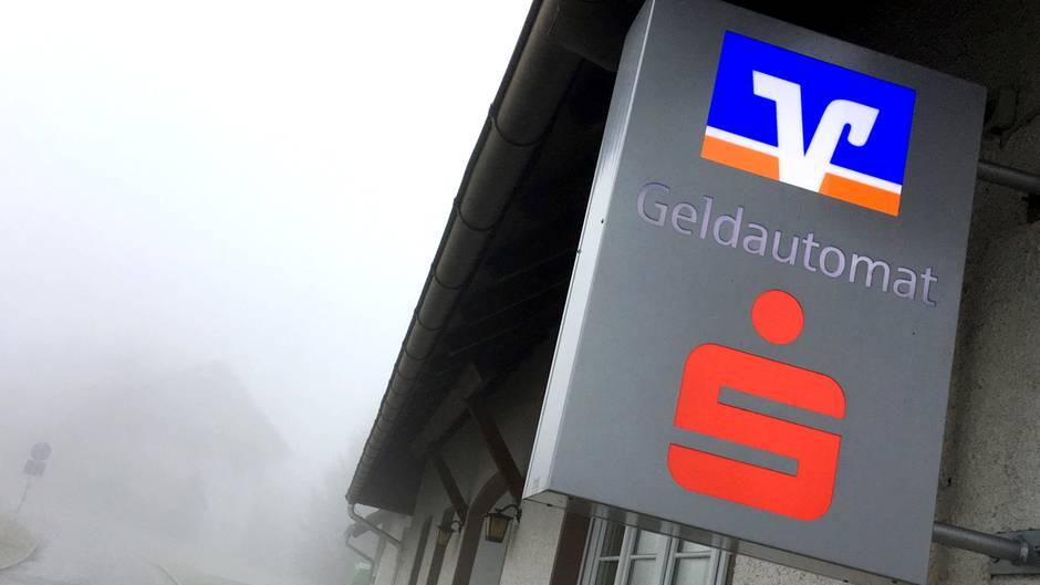 Diesen Geldautomaten inGersbach (Baden-Württemberg) betreiben Volksbank und Sparkasse gemeinsam.