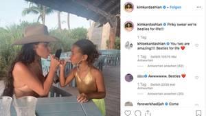 Kim Kardashian und ihre Tochter North West verhaken ihre kleinen Finger zum Schwur ewiger Freundschaft