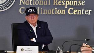 """US-Präsident Donald Trump bei einem Treffen mit der Katastrophenschutzbehörde Fema wegen Hurrikan """"Dorian"""" in Washington"""