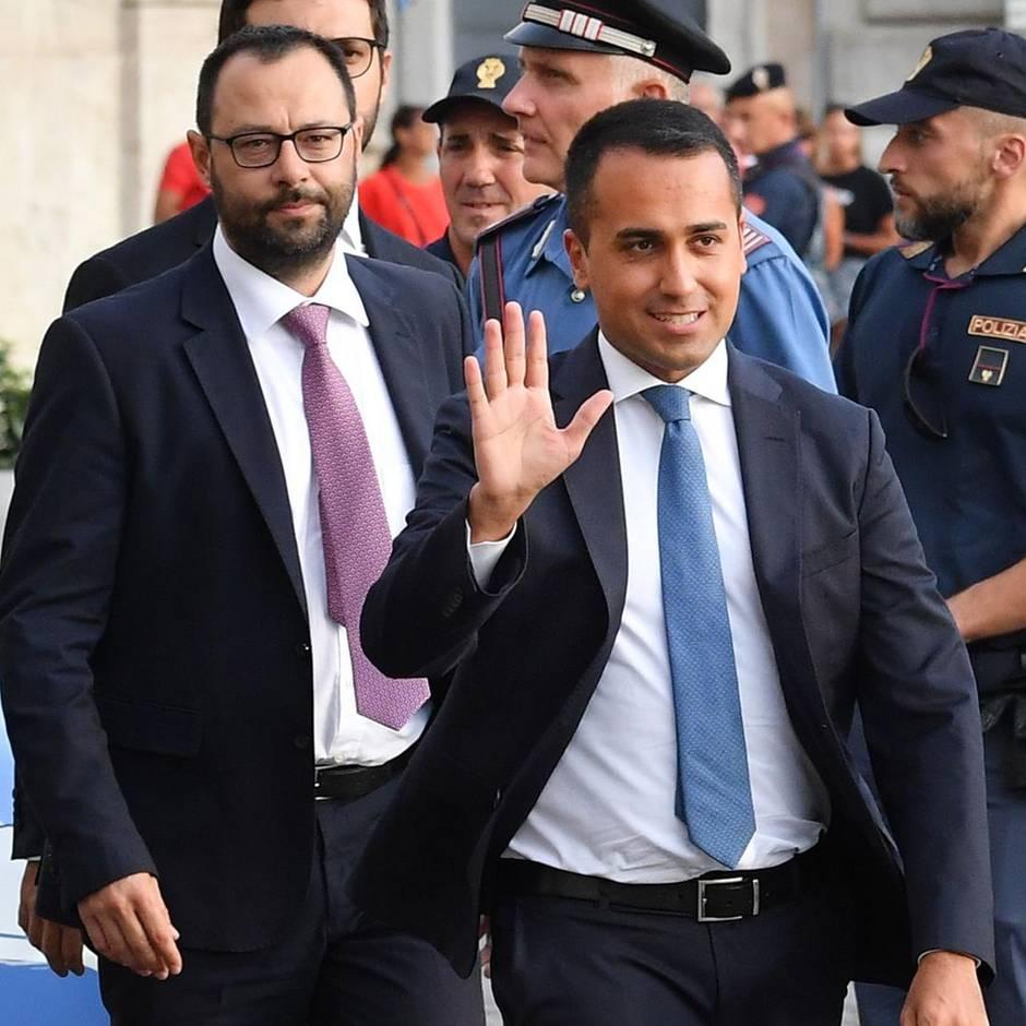 News von heute: Fünf-Sterne-Bewegung stimmt für neue Koalitionsregierung in Italien