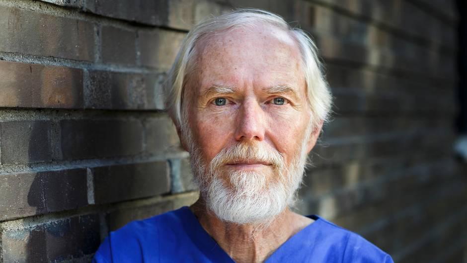 Dr. med. Arndt Dohmen, 69, Facharzt für Innere Medizin