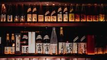 In Japan gibt es über 1300 Sake-Brauereien. Motoko Watanabe hat es sich zur Aufgabe gemacht, die Vielfalt des Reisweins in Berlin und in New York City zu vermitteln.