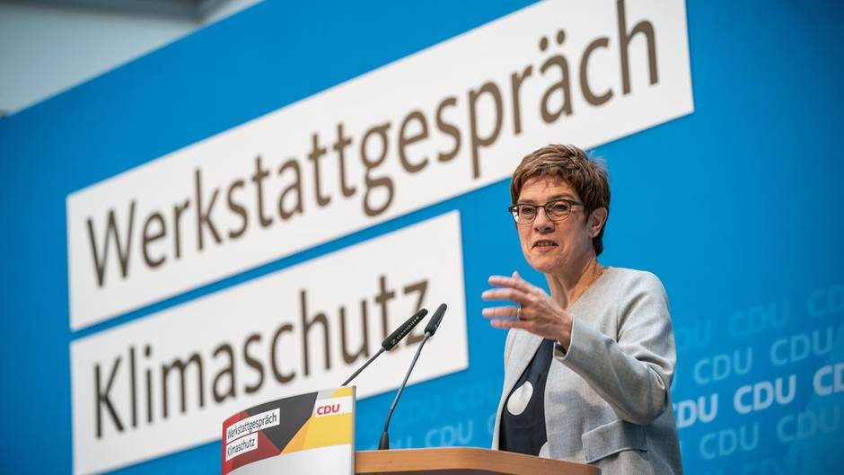 CDU-Chefin Annegret Kramp-Karrenbauer spricht zum Abschluss des CDU-Werkstattgespräch zum Klimaschutz.