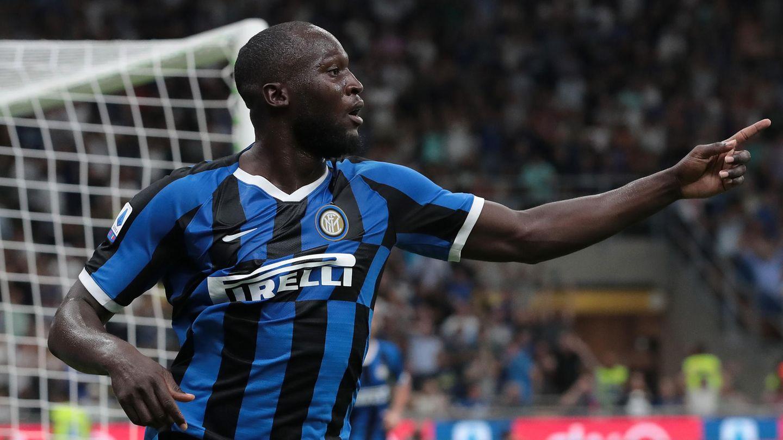 Romelu Lukaku bejubelt in schwarz-blauem Inter Mailand Trikot ein Tor