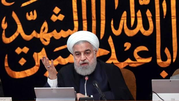 Irans Präsident HassanRuhani spricht bei einer Kabinettssitzung