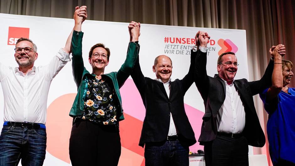 Michael Roth (v.l.),Klara Geywitz,Olaf Scholz, Boris Pistorius, und Petra Köpping beim ersten Auftritt während ihrer Kandidaten-Tour