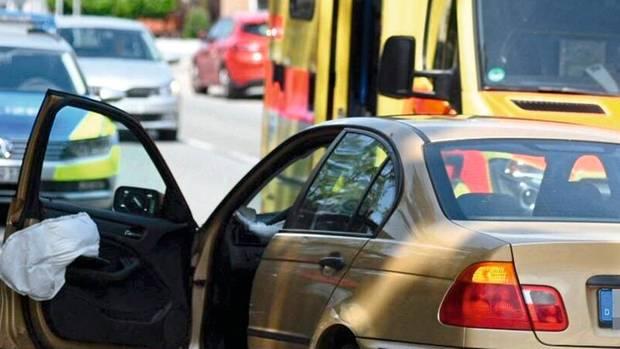 Großschönau, 26. Mai 2019, Senior gerät mit seinem BMW in den Gegenverkehr und rammt zwei Autos