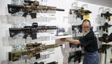 Auch der deutsche Waffenhersteller Sig Sauer wirbt für seine Produkte auf Kongressen der NRA