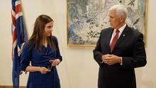 US-Vizepräsident Mike Pence trifft mit der isländischen Premierministerin Katrín Jakobsdóttir zusammen