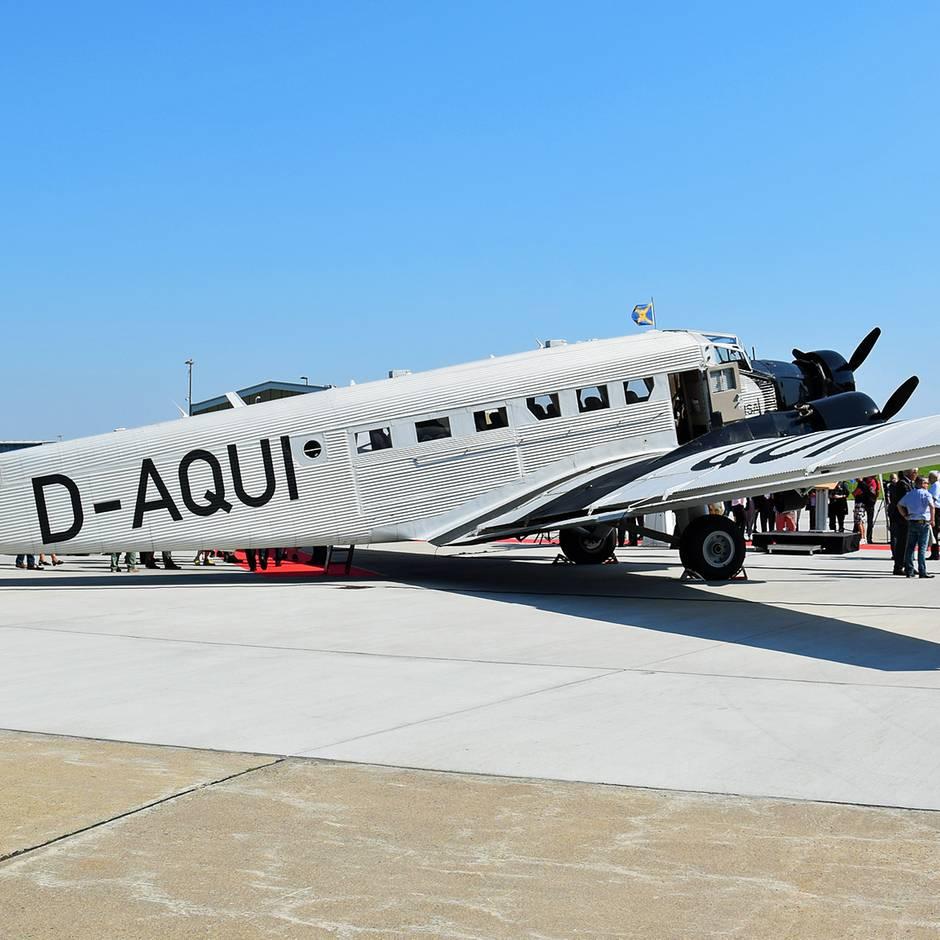 Follow Me: Ju 52 und Lockheed Super Star: Lufthansa wird ihre historischen Flugzeuge in Kisten einlagern