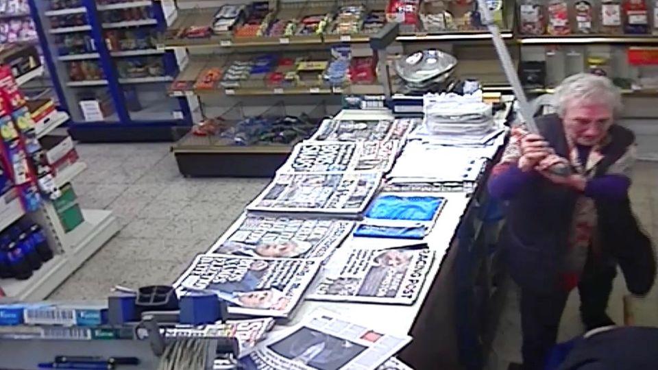 Aufnahme einer Überwachungskamera in einem Kiosk