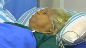 Indische Frau im Krankenhausbett