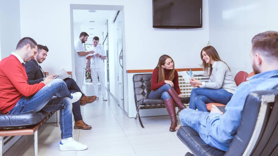 patienten sollen f r unn tige arztbesuche zahlen fordert. Black Bedroom Furniture Sets. Home Design Ideas