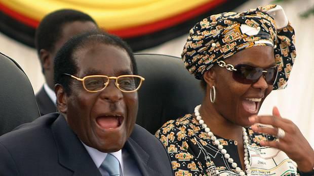 Immer an der Seite ihres Mannes Robert Mugabe (l.): Grace Mugabe