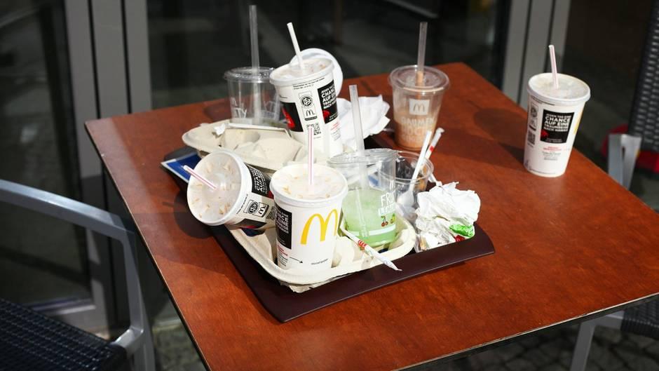 Ein Tablett voller Müll: Das Ergebnis eines Vor-Ort-Verzehrs bei McDonald's.