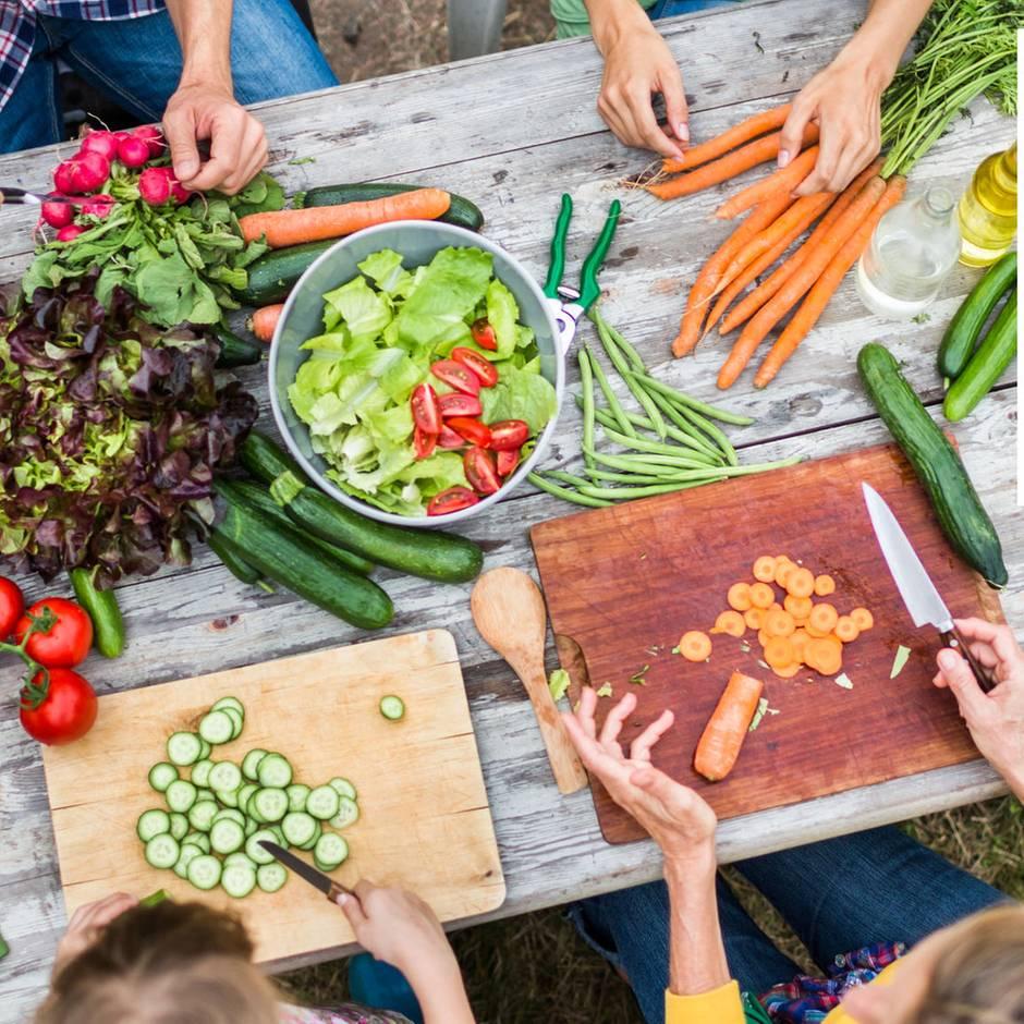 10 Fragen und Antworten: Grün essen - Leben retten: Brauchen wir tierische Lebensmittel für unsere Gesundheit?