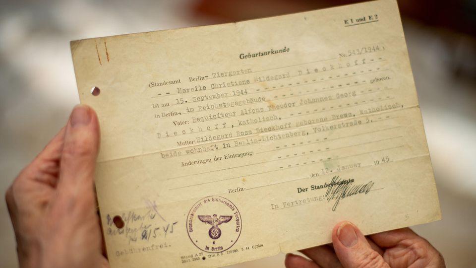 Geburtsurkunde einer im Reichstag geborenen Frau