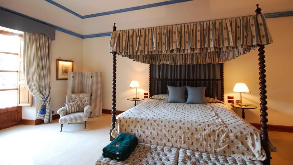 Bietet ein Hotel besonderen Service - beispielsweise extra große Betten - so kann es damit Punkte sammeln und seine Sterne-Bewertung verbessern.
