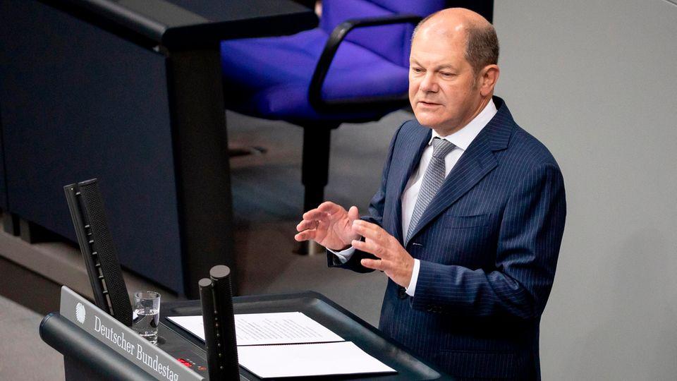 Olaf Scholz (SPD), Bundesfinanzminister, spricht im Plenum im Bundestag.