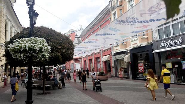 Bulgarien, Plowdiw: Blick in die Fußgängerzone.