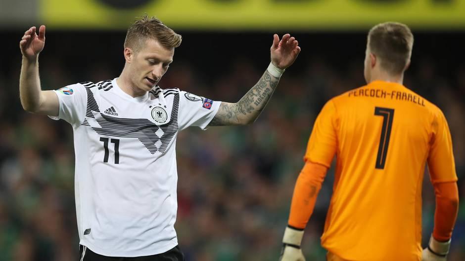 Marco Reus ratlos während des Spiels Nordirland gegen Deutschland