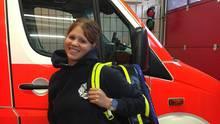 Sonja vor dem Rettungswagen