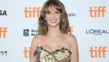 "Maya Hawke beim Filmfestival in Toronto, wo ihr neuer Film""Human Capital"" Premiere feierte"