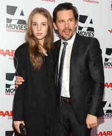 Maya mit ihrem Vater Ethan Hawke